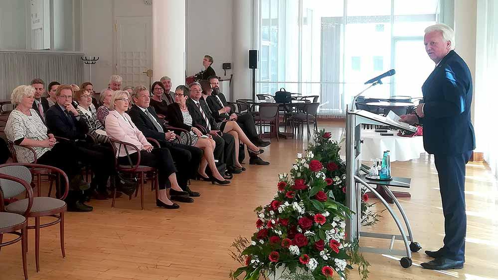Oberbürgermeister Ullrich Sierau würdigte das ehrenamtliche Engagement der Geehrten.